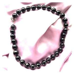 Jewelry - ❤5 for $25❤ black iradecent beaded choker